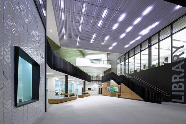 Cở sở vật chất của thư viện Helensvale rất hiện đại.