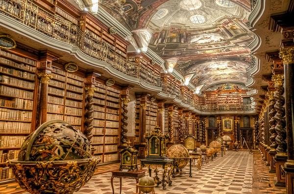 Thư viện quốc gia Cộng hòa Séc còn có tên gọi là Klementinum, được mở cửa từ năm 1722, nằm trong quần thể trường dòng Prague.