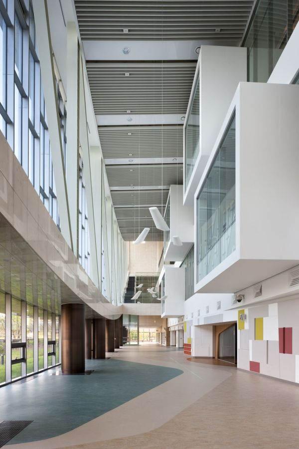 Kiến trúc tòa nhà thư viện độc đáo.