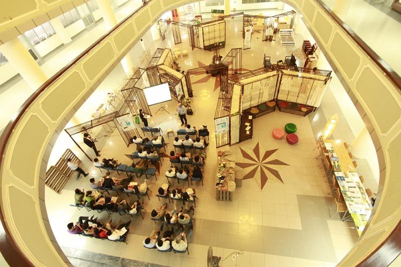Bên trong thư viện Tạ Quang Bửu