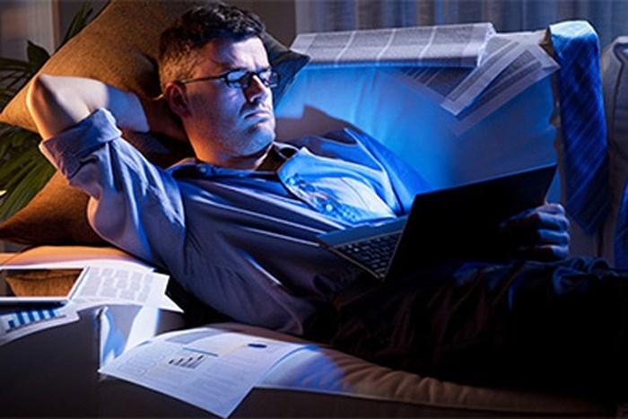 Thức khuya (nguồn internet)