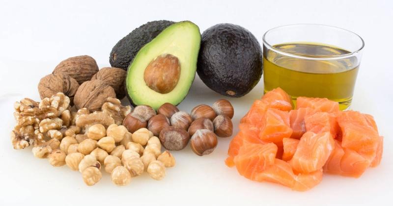 Bơ, cá hồi, óc chó là những thực phẩm giàu omega 3 và acid béo