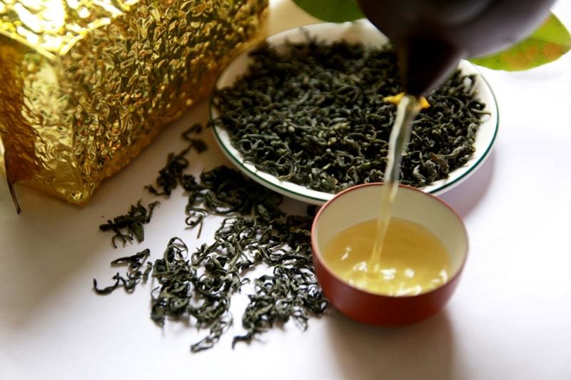 Người cao huyết áp không nên uống trà đặc