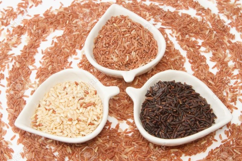 Gạo lức là loại khuyên dùng cho người béo phì vì ít chất tinh bột nhưng lại gây cảm giác no lâu, hạn chế cơn thèm ăn của bạn.