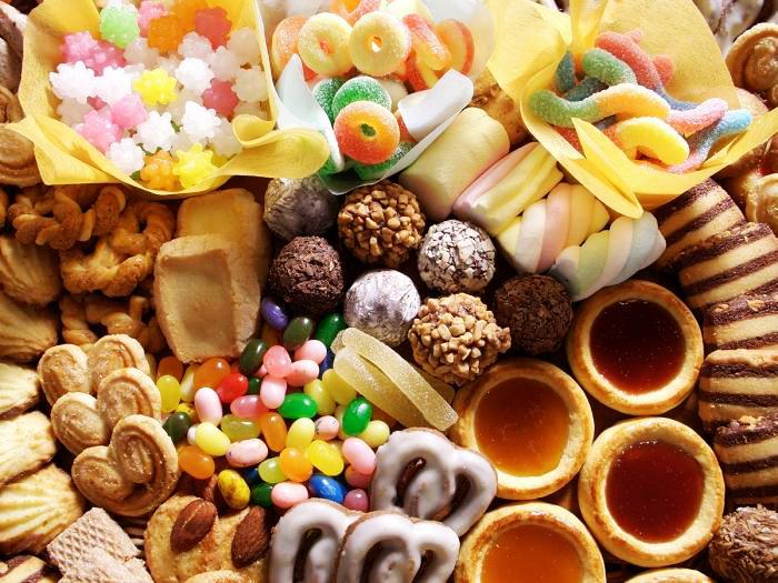 Lượng đường trong máu trở nên không ổn định và nhiều chị em có xu hướng thèm ăn đồ ngọt