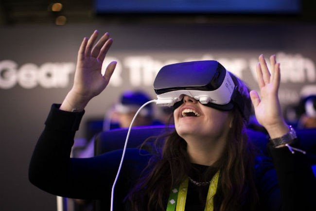 Thực tế ảo (Virtual Reality - VR)