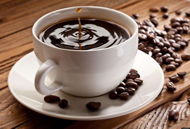 Caffeine dẫn đến huyết áp cao và có thể gây lo lắng, mất nước và phá vỡ chu trình ngủ của bạn