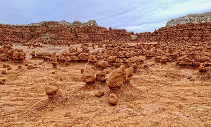 Mỗi tảng đá lại có hình thù khác nhau nhưng đều trông rất giống yêu tinh