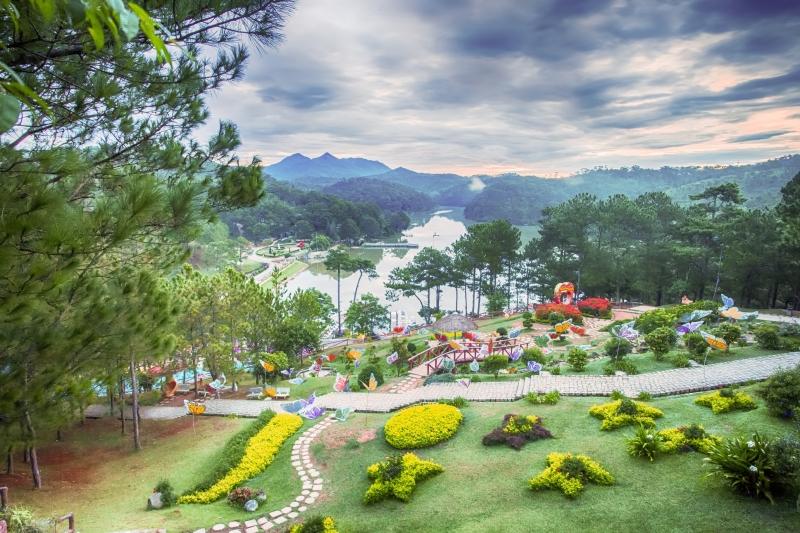 Thung lũng tình yêu nhìn từ trên cao