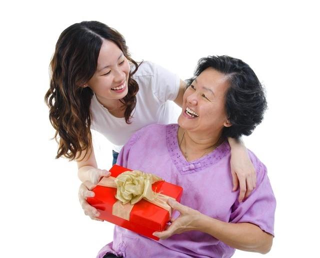 Tặng bố mẹ thuốc bổ, thực phẩm bổ sung dinh dưỡng