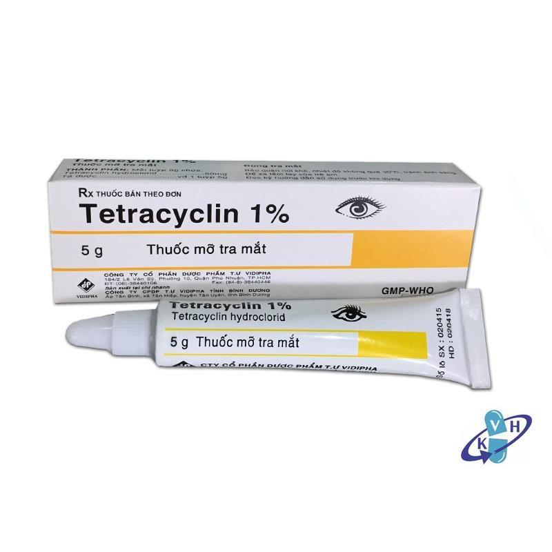 Cách trị mụn mùa hè hiệu quả nhất bạn nên áp dụng -  dùng thuốc mỡ tra mắt Tetracyclin