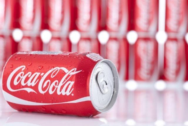 Thiết kế truyền thống bắt mắt của Coca-Cola.