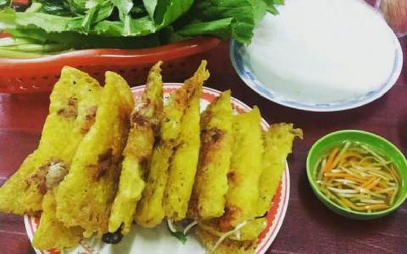 Bánh ngon đúng điệu miền Trung, nước chấm đậm vị, rau ăn kèm đa dạng tươi ngon và an toàn