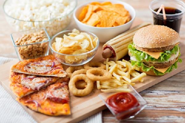 Tất cả các đồ ăn nhanh thường là những món ăn chứa nhiều dầu mỡ.