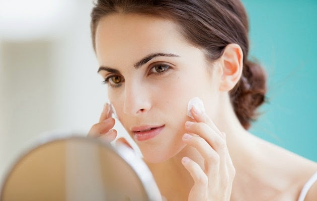 Thường xuyên dưỡng ẩm cho làn da dầu
