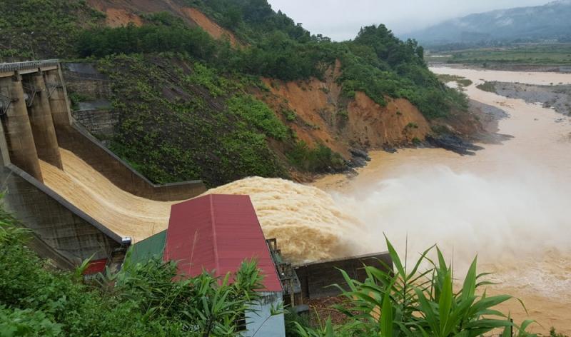 Thủy điện Hố Hô xả lũ tại miền Trung