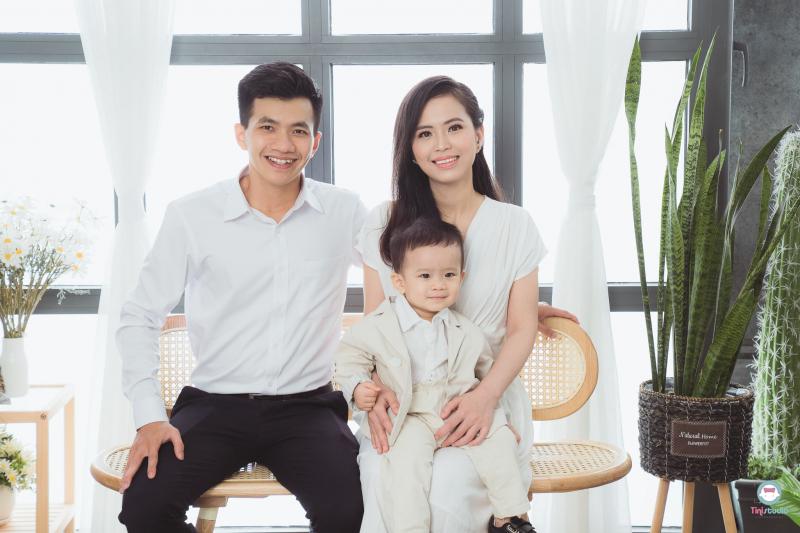 Gia đình ba người được chụp bởi Tí Nị studio