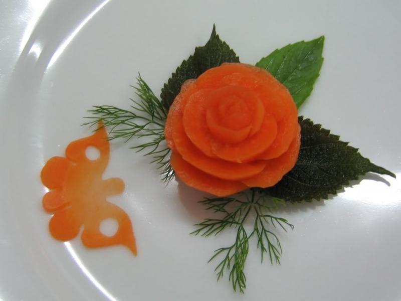 Tỉa hoa hồng từ cà rốt