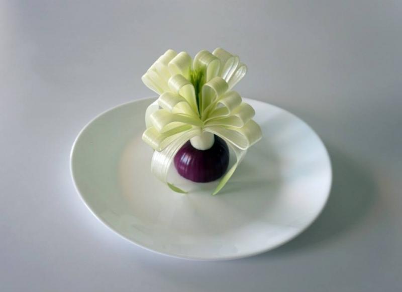 Tỉa hoa ngọc lan trắng từ củ tỏi