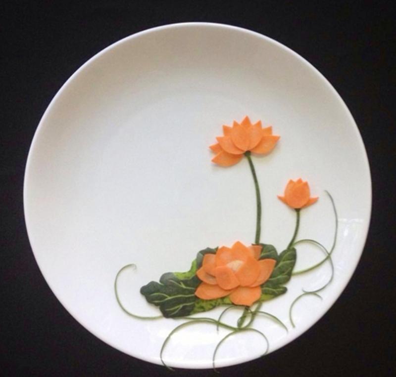 Tỉa hoa sen từ dưa hấu và cà rốt