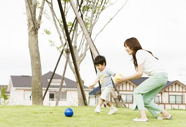 Cha mẹ Nhật tích cực cho trẻ vận động nâng cao thể chất
