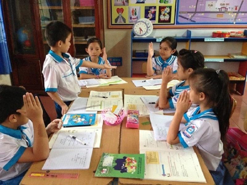 Học sinh thảo luận nhóm