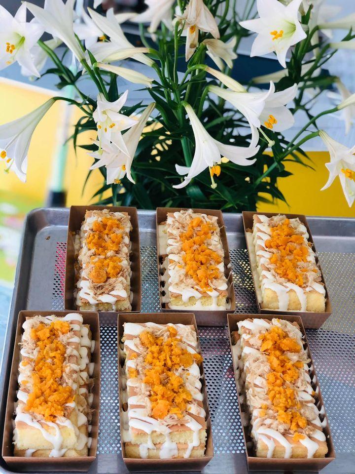 Những chiếc bánh bông lan trứng muối hấp dẫn tại Pu Pu