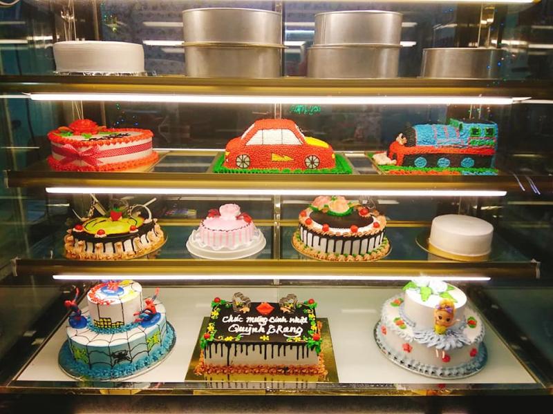 Nhiều mẫu bánh tại Quỳnh Trang Bakery cho khách hàng lựa chọn