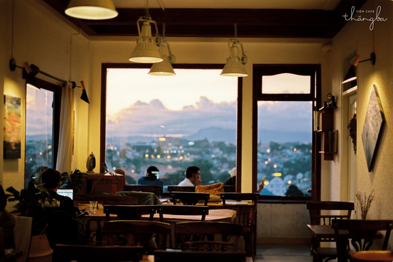 Tiệm Café Tháng 3
