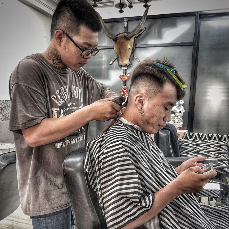Tay nghề cắt tóc rất điêu luyện