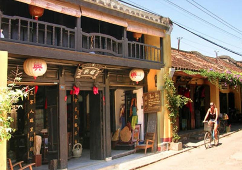 Tiệm may B'lan Silk tại 23 Trần Phú
