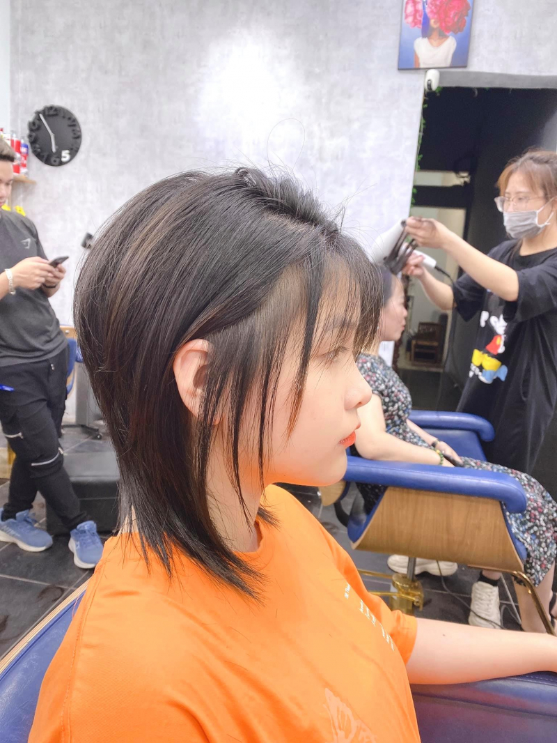 Cá tính được thể hiện qua từng kiểu tóc tại Tiệm Tóc Chiều Royal