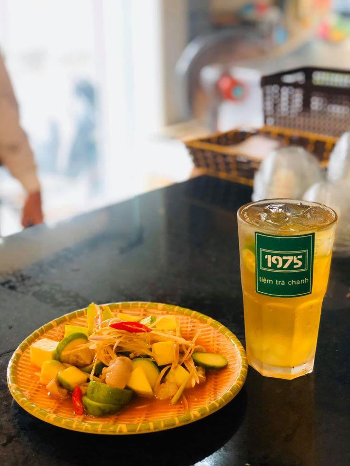 Tiệm Trà Chanh 1975 là một quán thức uống chất lượng mà giá lại khá phù hợp với học sinh, sinh viên