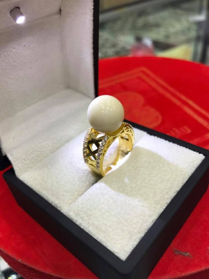 Trang sức tại tiệm vàng Phú Nguyên