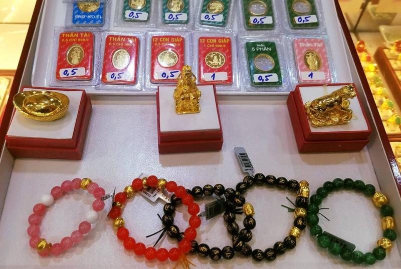 Trang sức tại tiệm vàng Thành Đạt