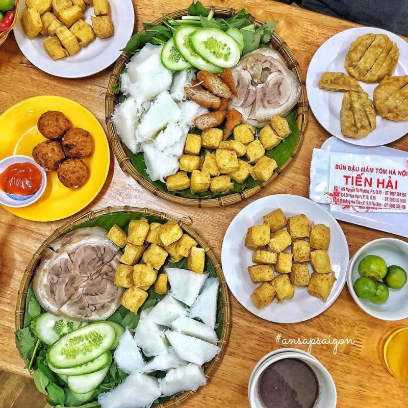 Bún đậu mắm tôm Tiến Hải là một quán bún đậu lâu năm nổi tiếng tại Sài Gòn với nhiều chi nhánh