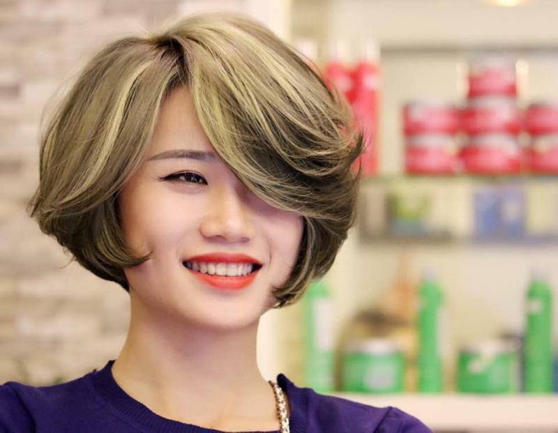 Tại Tiến Hợi Hair Salon, mái tóc của bạn sẽ được chăm sóc bởi những đôi tay khéo léo của những thợ lành nghề cùng đội ngũ nhân viên trẻ, nhiệt tình, chuyên nghiệp