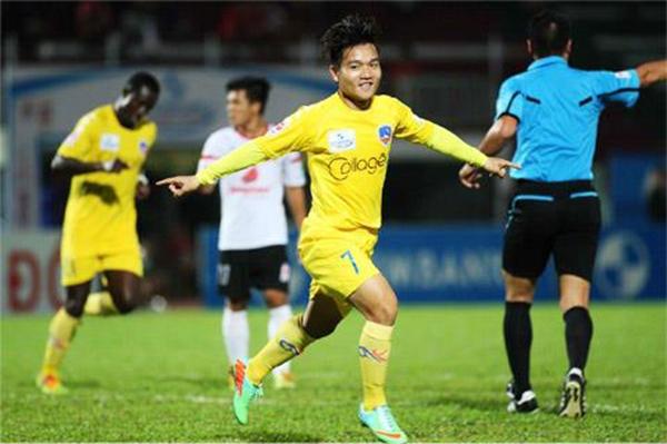 Tiền vệ Đinh Thanh Trung, số áo 16
