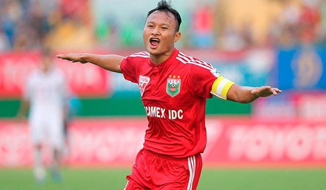 Tiền vệ Nguyễn Trọng Hoàng, số áo 8