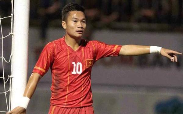 Tiền vệ Trần Phi Sơn, số áo 20