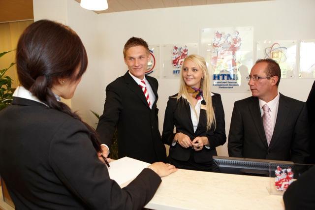 Ngôn ngữ là điểm cộng cần thiết cho ngành dịch vụ du lịch - nhà hàng khách sạn
