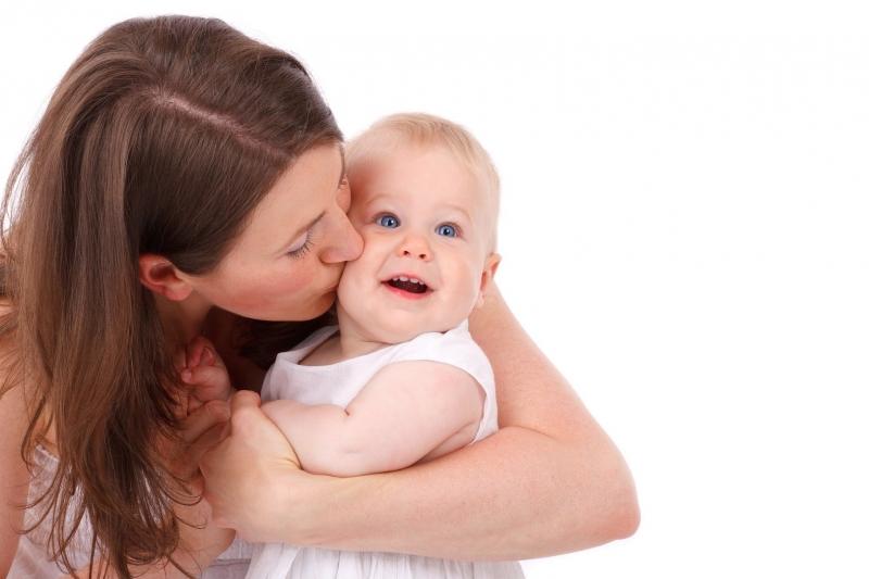 Tránh hôn trẻ khi bị tiêu chảy