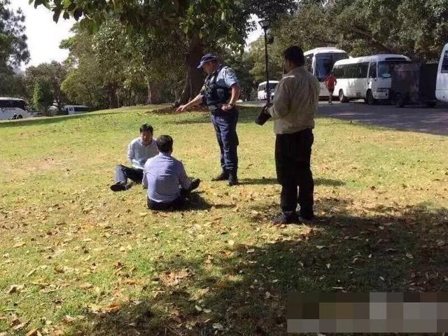 Hành vi của hai du khách Trung Quốc đã kinh động đến cảnh sát - Nguồn: Sưu tầm