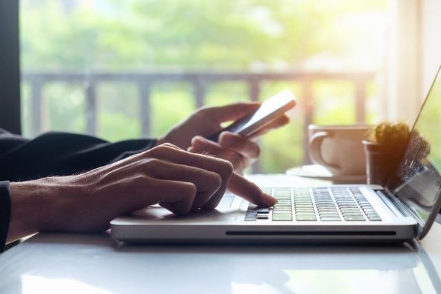 bạn hoàn toàn có thể tìm hiểu trước về giá thành sản phẩm nhờ Internet hoặc mạng di động