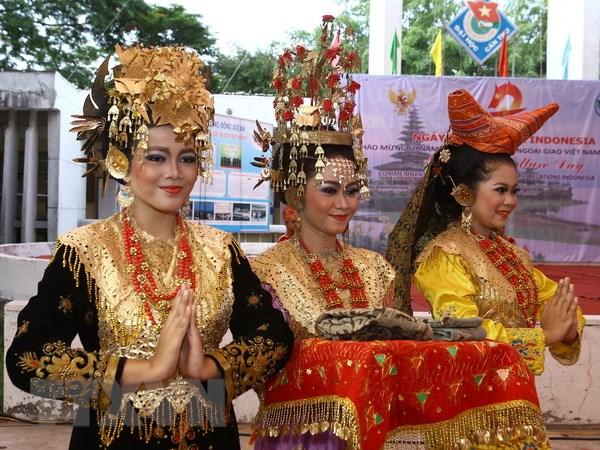 Tìm hiểu văn hóa địa phương