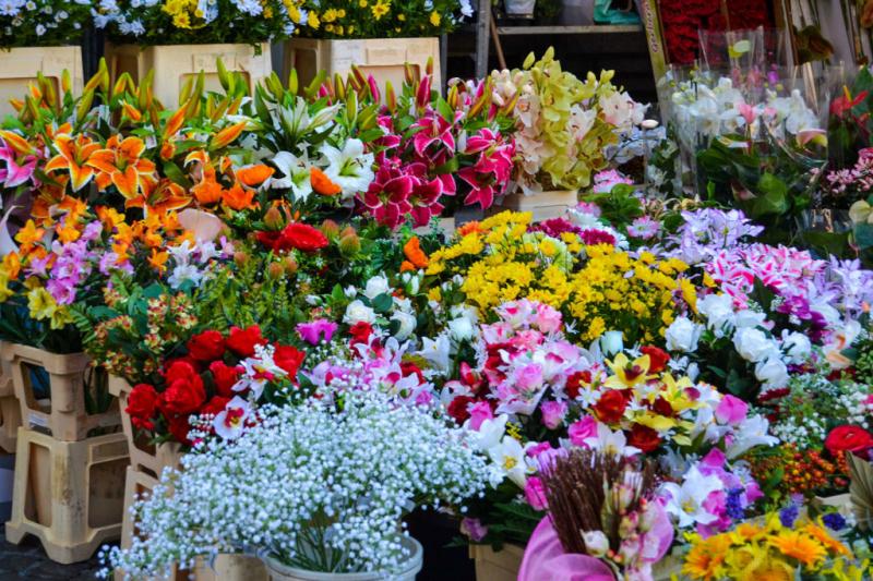 """""""Chợ Hoa Quảng Bá"""" là một trong những chợ đầu mối hoa tươi lớn nhất Miền Bắc."""