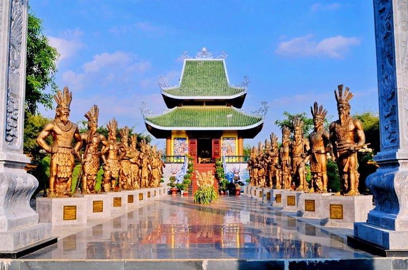 Quanh đền Hùng có nhiều làng thờ sinh thực khí