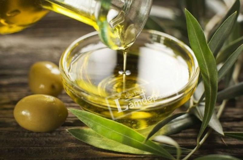 Và tinh dầu ôliu là một bí quyết giúp phục hồi da, làm mờ sẹo lý tưởng