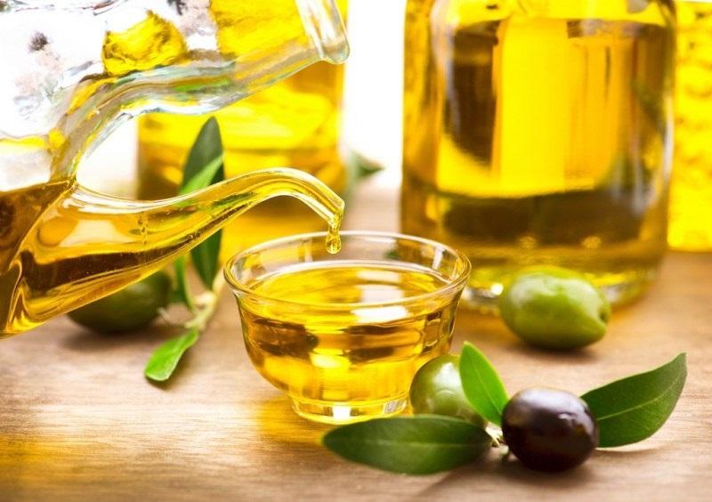 Tinh dầu ôliu là một bí quyết giúp phục hồi da, làm mờ sẹo lý tưởng.