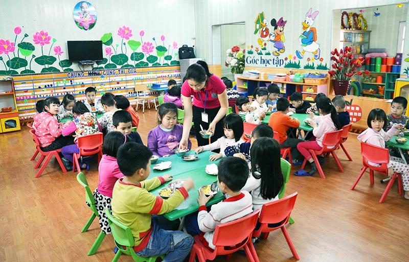 Tình huống khó xử: Trẻ chỉ thích ăn cơm với canh